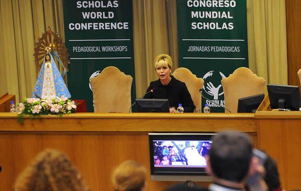 Karina Rabolini presentó en el Vaticano los planes Envión y Una mirada para los Niños