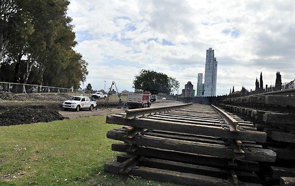 Frenada. Los trabajos de corrimiento de las vías se pararon tras las elecciones presidenciales.