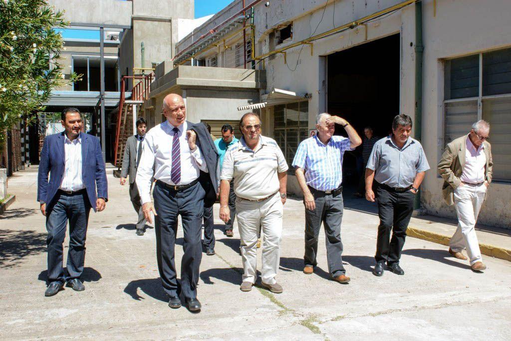 Recorrida. Bonfatti tras visitar el lugar dio un millón y medio de pesos a la entidad.