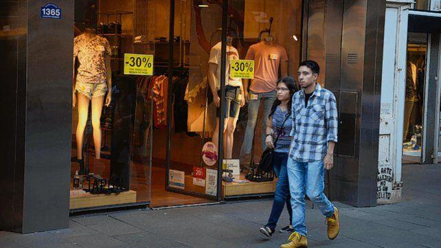 Hacia abajo. Las ventas minoristas no logran recuperarse.