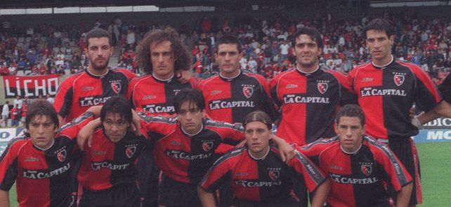 The day of the first goal.  Maxi, bottom right, the day Newell's defeated Los Andes 2-1 at Coloso and made his debut on the net.