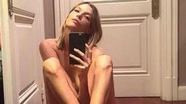 Repercusiones en Instagram por el desnudo completo de la expareja de Gustavo Cerati
