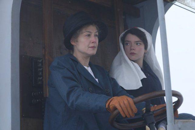 Rosamund Pike y Anya Taylor-Joy como Maria Curie y su hija
