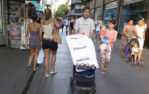 Los comercios de la peatonal Córdoba y de la zona céntrica son los que fundamentalmente fomentaron la determinación de trabajar. (foto: Néstor Juncos)