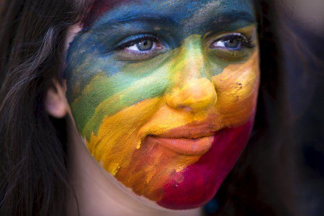 Los colores del arco iris significan la diversidad de las minorías sexuales y hoy son una bandera de lucha.