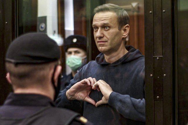 Navalny se despide de su esposa y amigos al ser condenado a prisión en Moscú. Ahora está grave