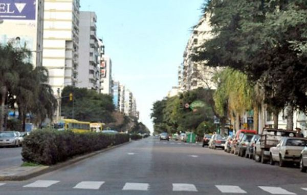 El ladrón le quitó el celular a la chica en las cercanías de Pellegrini y Corrientes. (Foto de archivo)