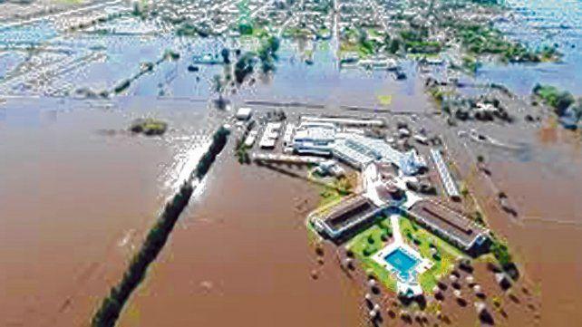 Así quedó en 2017. El agua de la laguna llegó al pueblo. El bombeo es clave si se registran lluvias continuas.