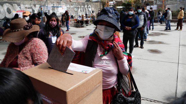 Bolivia votó en paz, pero ahora deberá esperar varios días para saber el resultado