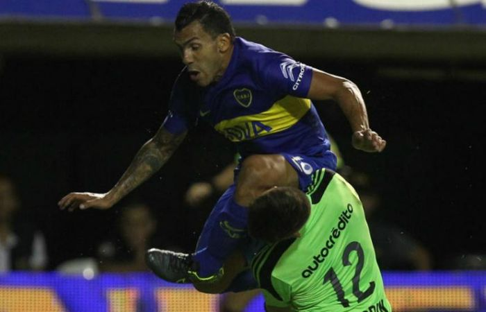 El violento choque de con Tevez le produjo una grave lesión en la mandíbula a Unsain.