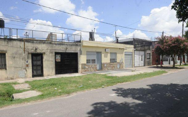El local. Los ladrones ingresaron a la rotisería que funciona en un garaje de Esmeralda al 3900 por un ventiluz.