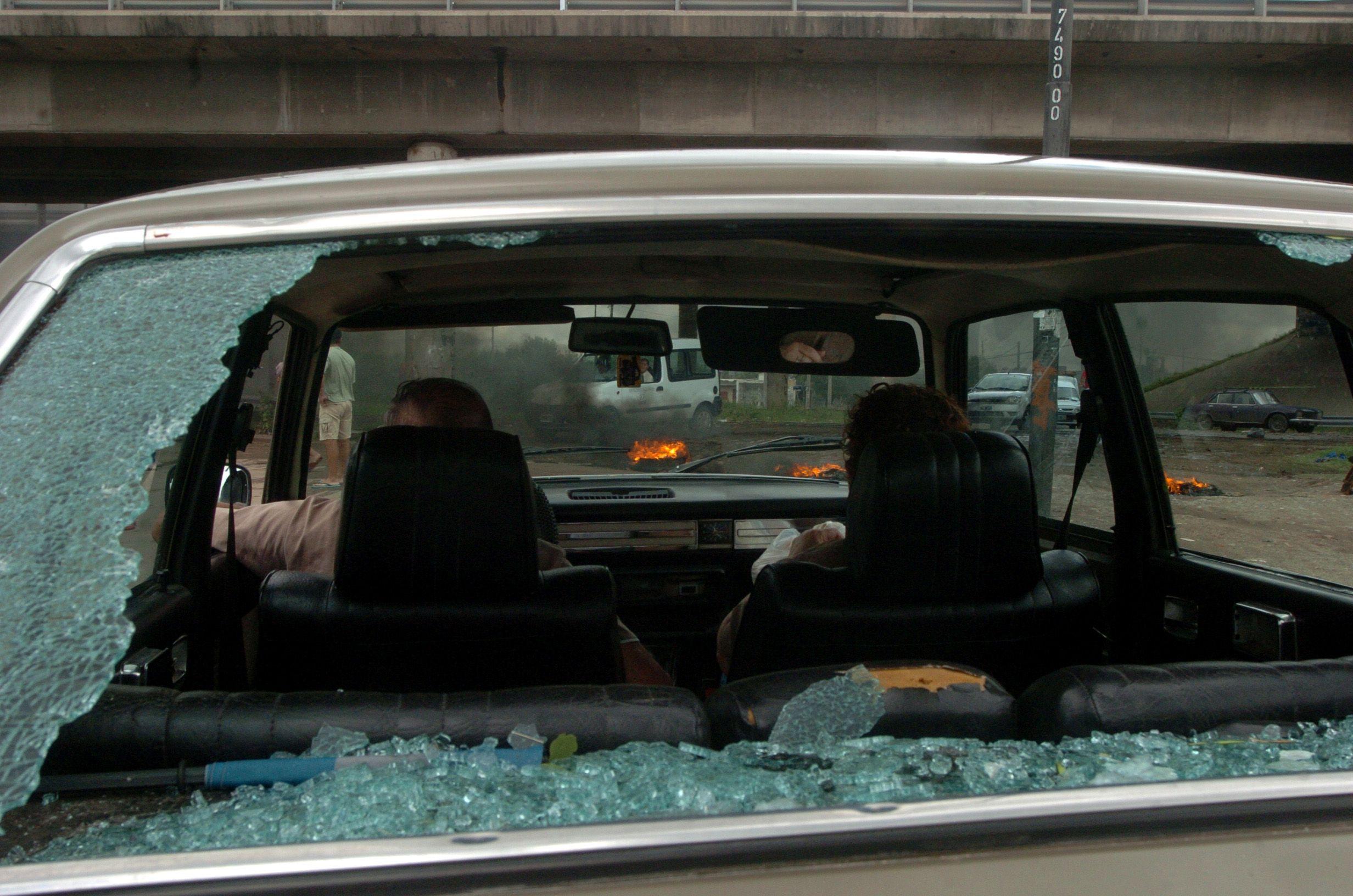 Uno de los vehículos afectados por el granizo en noviembre de 2006. (Foto La Capital /archivo)