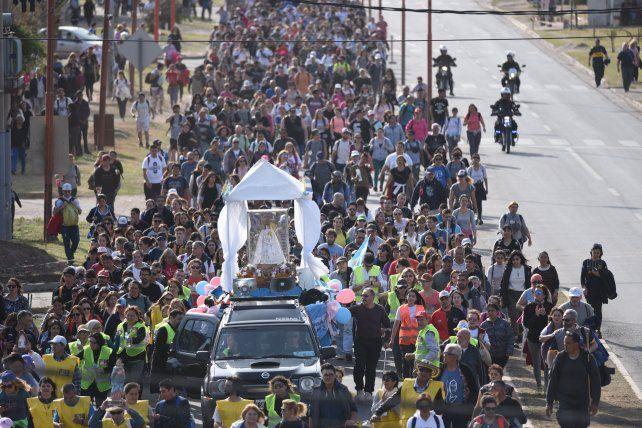 Miles de fieles marcan el camino de la fe en una nueva peregrinación a San Nicolás