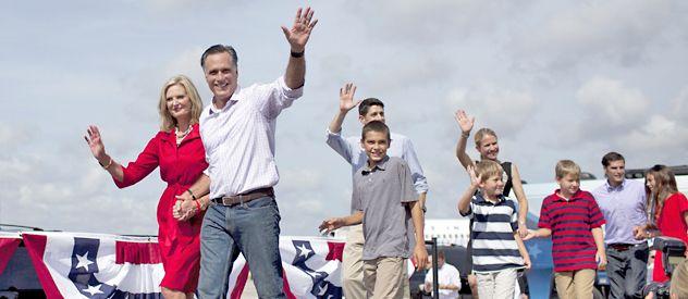 Sin pausa. Mitt Romney y esposa y su vice Ryan (der.) y familiares durante un acto