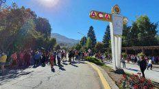Villa La Angostura, conmovida. Vecinos y turistas se movilizaron para pedir justicia por Guadalupe.