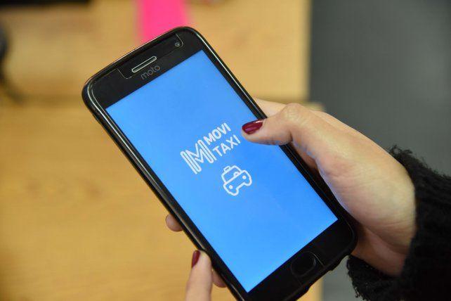 Más fácil. Las aplicaciones oficiales del municipio permiten pedir un taxi y saber cuándo viene el ómnibus.
