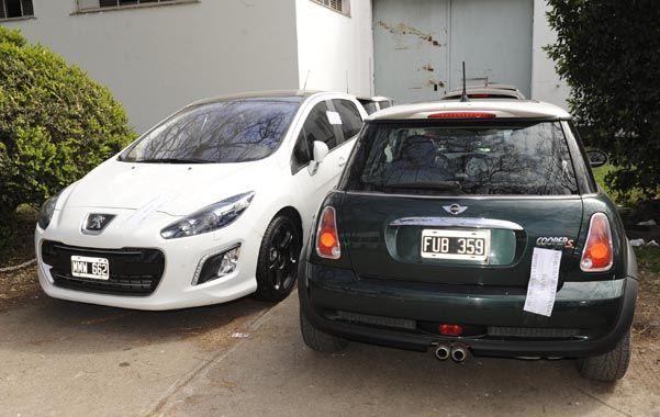 Impecables. Los dos autos secuestrados a la banda en los últimos días.