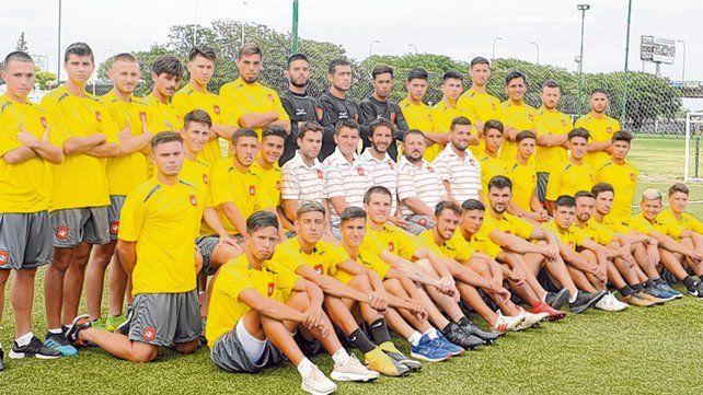 Ilusión rosarina. El plantel dirigido por Facundo Biondi disputará por tercera vez consecutiva el torneo Regional Amateur.