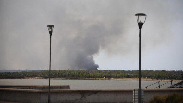 Los incendios en la zona de islas entrerrianas continuaban desarrollándose esta tarde.