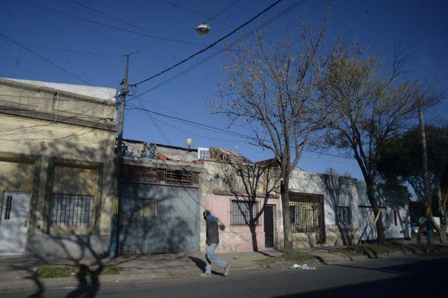 Un taller de Necochea al 3500 fue allanado y su titular quedó detenido por tenencia de armas de fuego.
