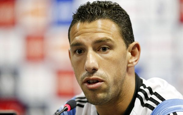 Maxi Rodríguez fue elogiado por su compañero en la rueda de prensa