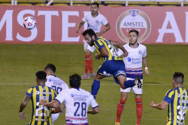 Gamba anotó en la victoria de Central en la Sudamericana.