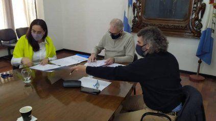Gonnet, Botto y Caussi durante la firma del convenio.