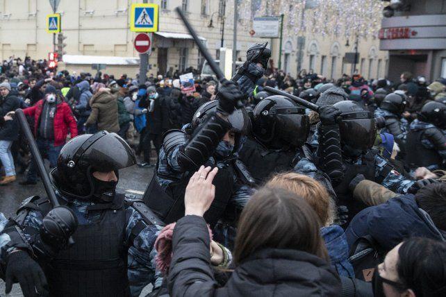 La represión en Moscú. Hubo manfiestaciones de decenas de ciudades de toda Rusia