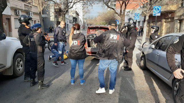 Detenciones. Policías de PDI al detener a los presuntos chantajistas