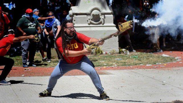 Rechazan eximir de prisión al rosarino que disparó un arma tumbera en los incidentes en Congreso