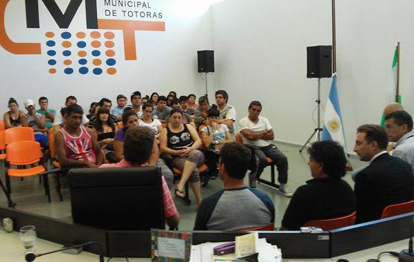 En sintonía. El municipio y el Concejo de Totoras contienen y asesoran a los empleados de la planta frigorífica.