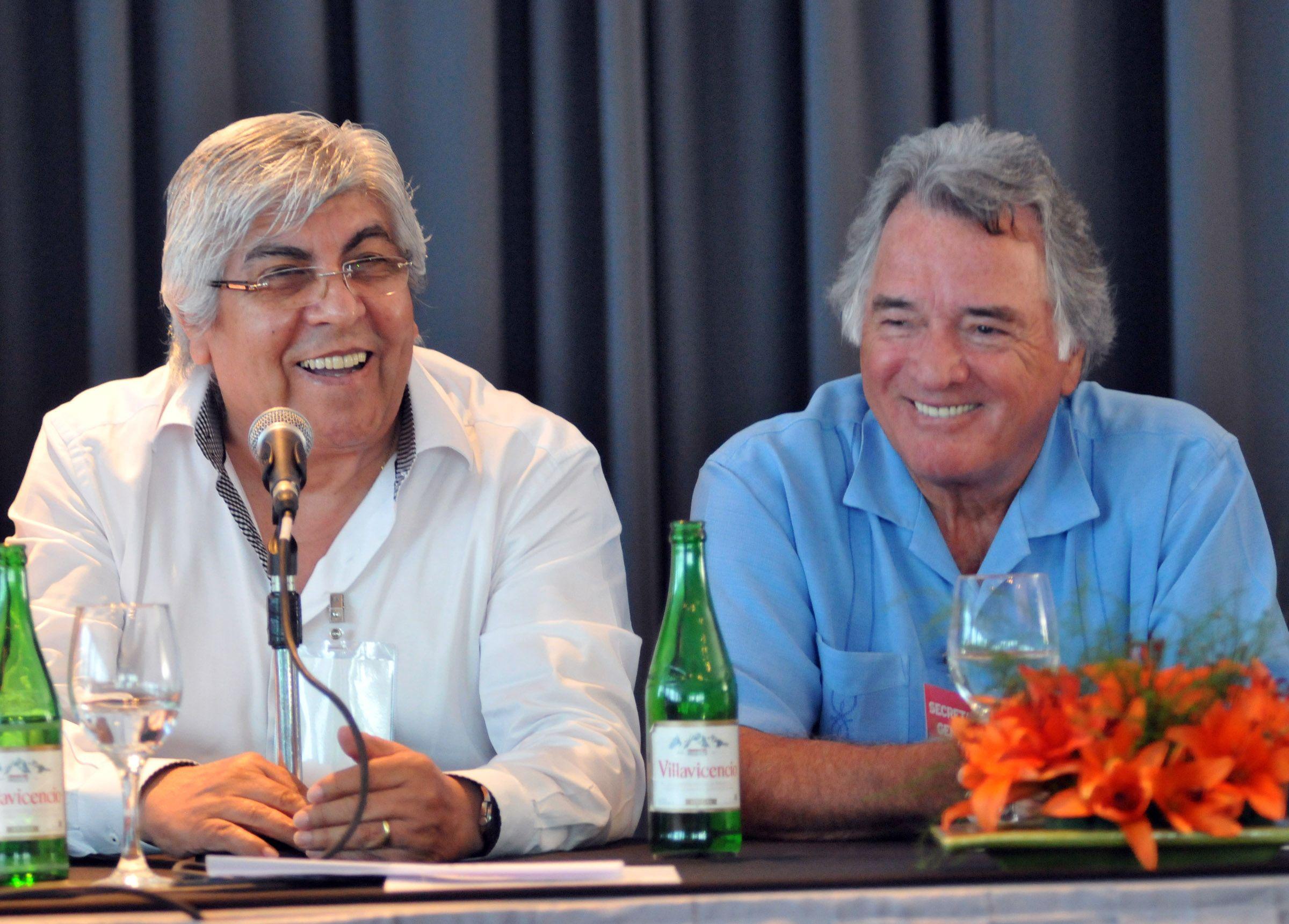 """Hugo Moyano y Luis Barrionuevo dijeron que """"comienza una nueva etapa en el movimiento obrero."""