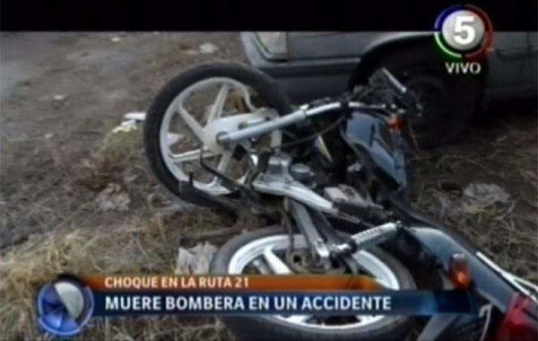 Una bombera murió, tras chocar con su moto, cuando se dirigía al lugar donde se hundió la lancha