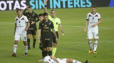 Roja directa. Baliño expulsó a Paolo Goltz por el planchazo a Giani.