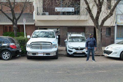 La chata del millon. Una costosa camioneta Dodge Ram fue secuestrada en los allanamientos a la banda.