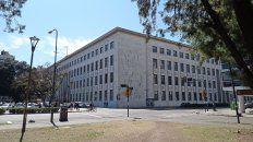 un abogado denuncio penalmente a un juez laboral por utilizarun documento falso