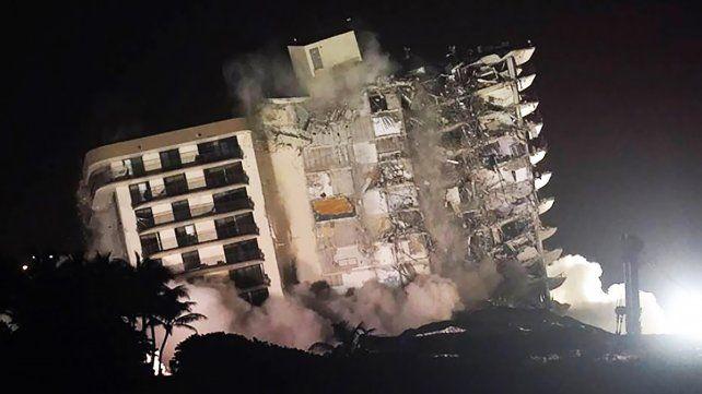 Los restos del edificio colapsado en Miami fueron demolidos. Hasta el momento hay una argentina entre los 24 muertos
