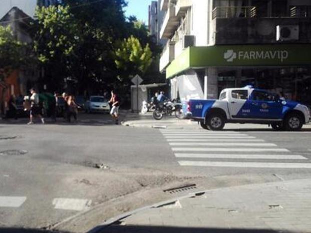 Agentes de la seccional 6ª se encontraban en el lugar del hecho labrando el acta. (Foto: Twitter @dhferreyra)