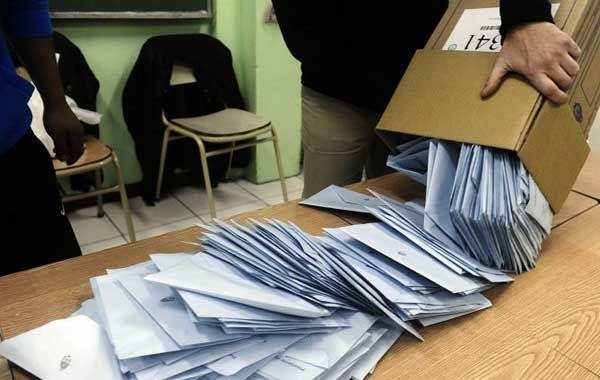 El hombre se equivocó y en vez del voto puso en el sobre mil quinientos pesos.