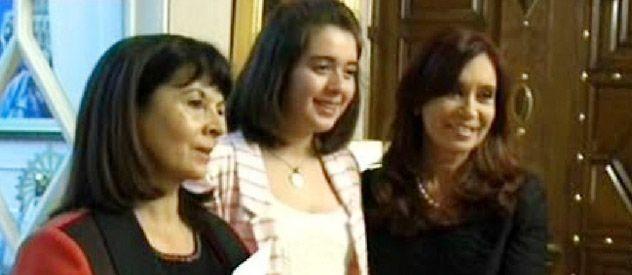 Susana Trimarco acompañada de su nieta Micaela Catalán durante el encuentro con la presidenta en la Casa Rosada.