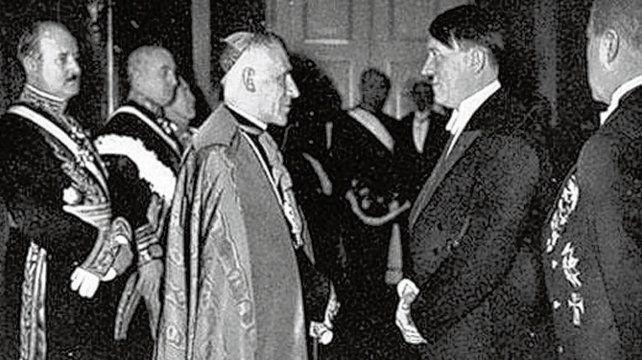 Pío XII y Hitler. El controvertido Papa se reunió con el jerarca nazi.