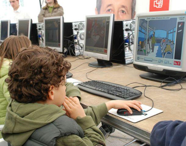 Certeza. El 30% de los niños sufrirán problemas visuales por las pantallas.