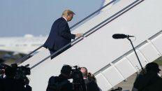 Trump sube al avión presidencial.