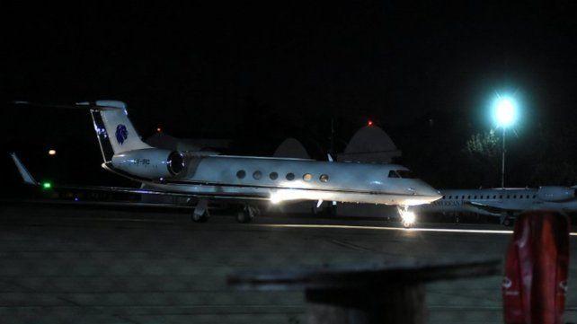La aeronave de Messi aterrizó pasadas las 212 en Ezeiza.