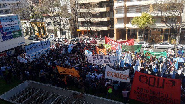 Masiva marcha en repudio de los recortes en la salud pública
