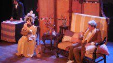 """Dany López, Liliana Gioia y Héctor Ansaldi en una escena de """"El Drama"""" sobre una ambiciosa escritora."""