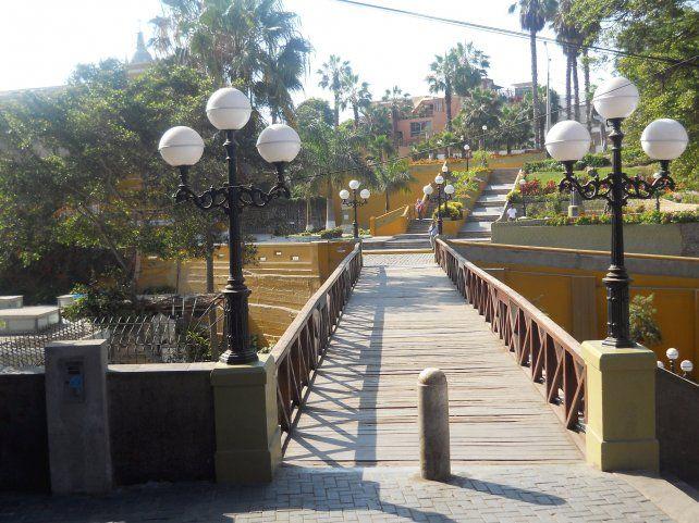 Puente de los Suspiros. Miles de turistas visitan la capital peruana y no pierden la oportunidad de conocerlo.