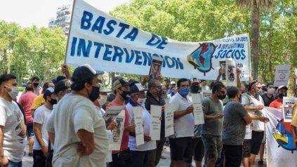 Integrantes de la cooperativa de trabajadores portuarios en uno de los reclamos al llamado a elecciones.