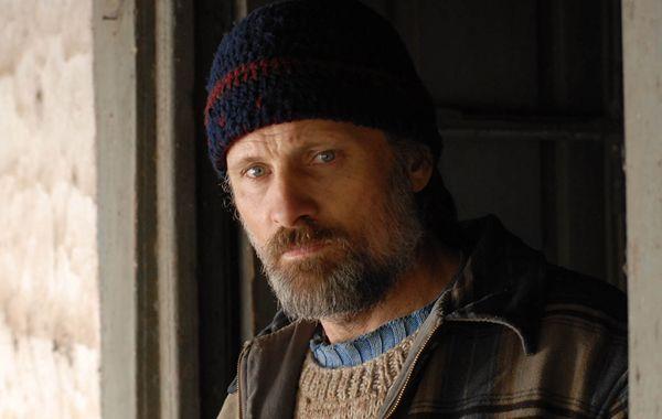 El actor Viggo Mortensen interpreta dos personajes.