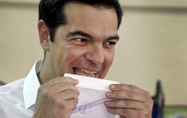 voto. El premier Tsipras logró una victoria de futuro muy incierto.